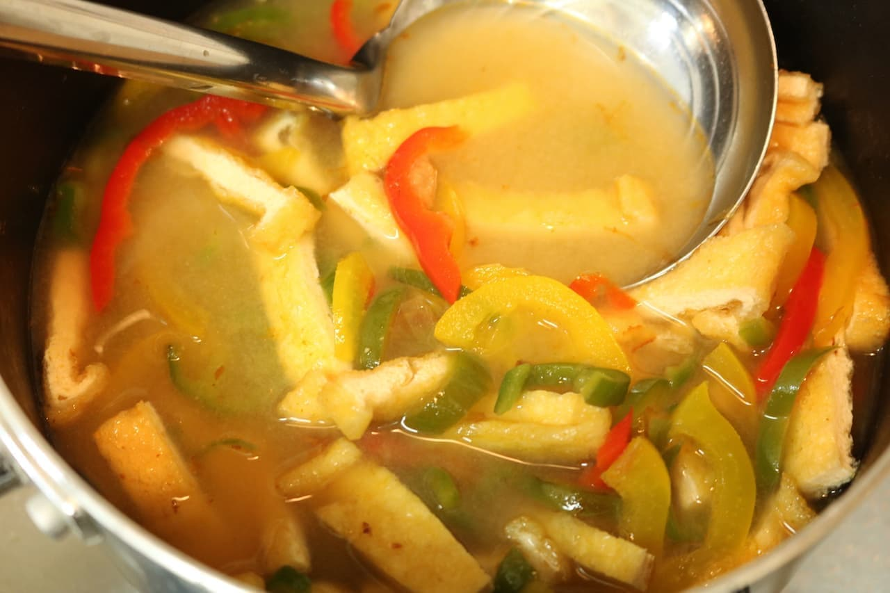 レシピ「ピーマンと油揚げの味噌汁」