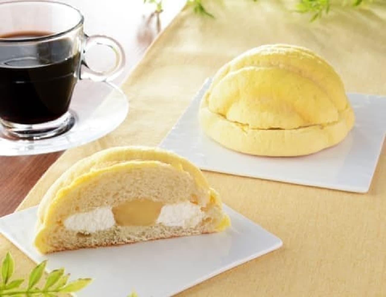 ローソン「バナナメロンパン」