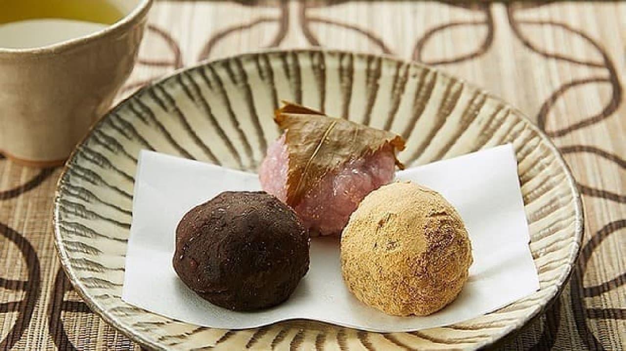 ローソンストア100の「おはぎと桜餅 3個入」