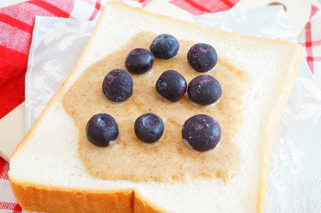 マンマナチュラルズ「生アーモンドバター」を塗った食パン