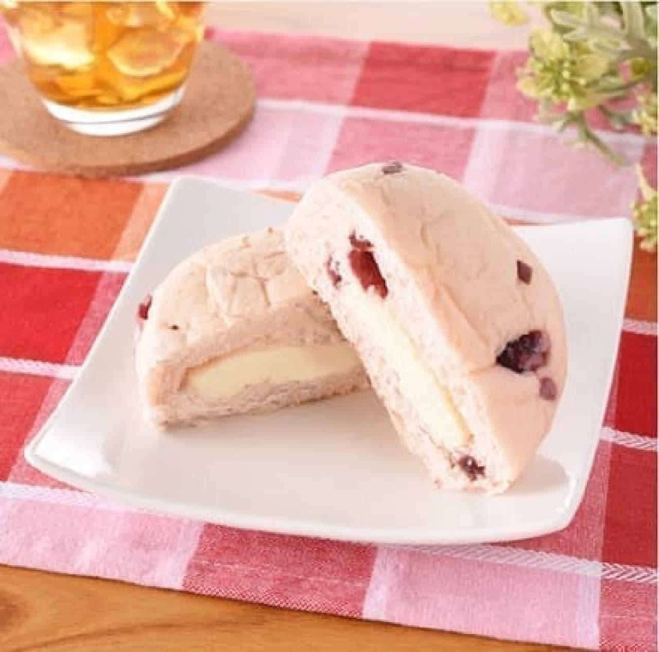 ファミリーマート「クランベリー&チーズクリームパン」