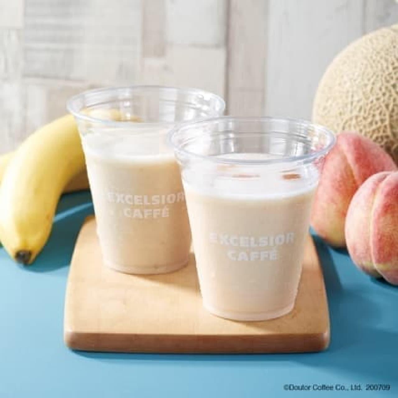 エクセルシオール カフェ「バナナとアーモンドミルクのスムージー」と「ピーチ&メロンとアーモンドミルクのスムージー」
