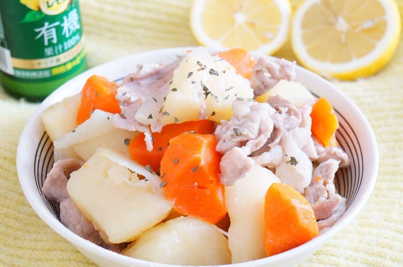 「肉じゃが」をレモン汁でアレンジした「塩レモン肉じゃが」のレシピ