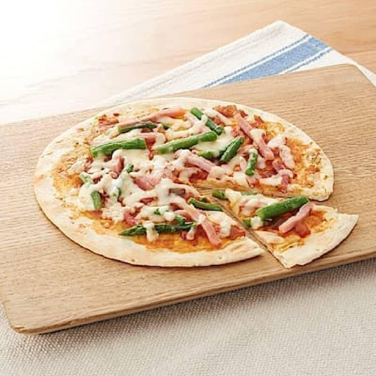無印良品の冷凍シリーズ「アスパラガスとベーコンのピザ」