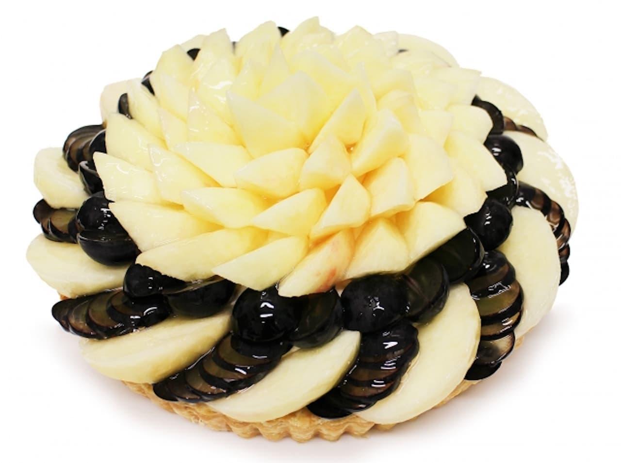 カフェコムサ「桃とぶどうのケーキ」