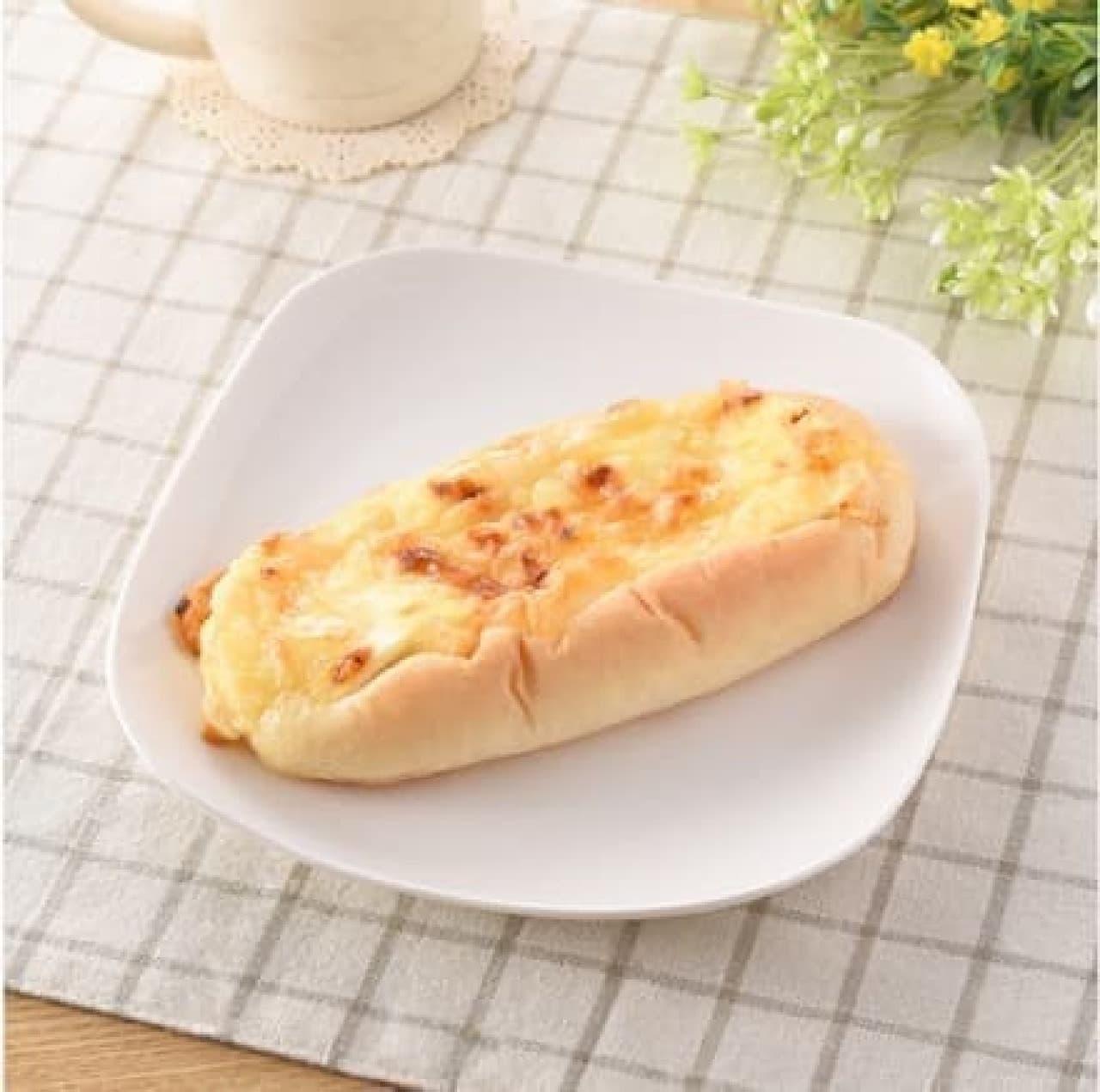 ファミリーマート「はちみつ&チーズパン」
