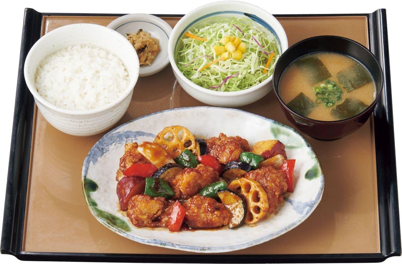 やよい軒「彩野菜と鶏の黒酢あん定食」