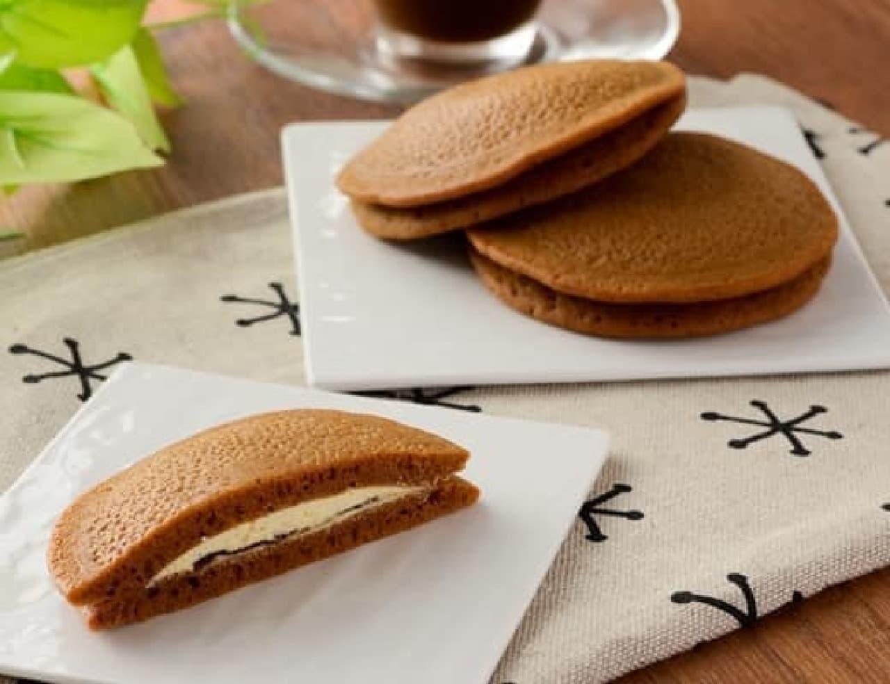 ローソン「黒糖もちっとパンケーキ 黒蜜&きなこホイップ 2個入」