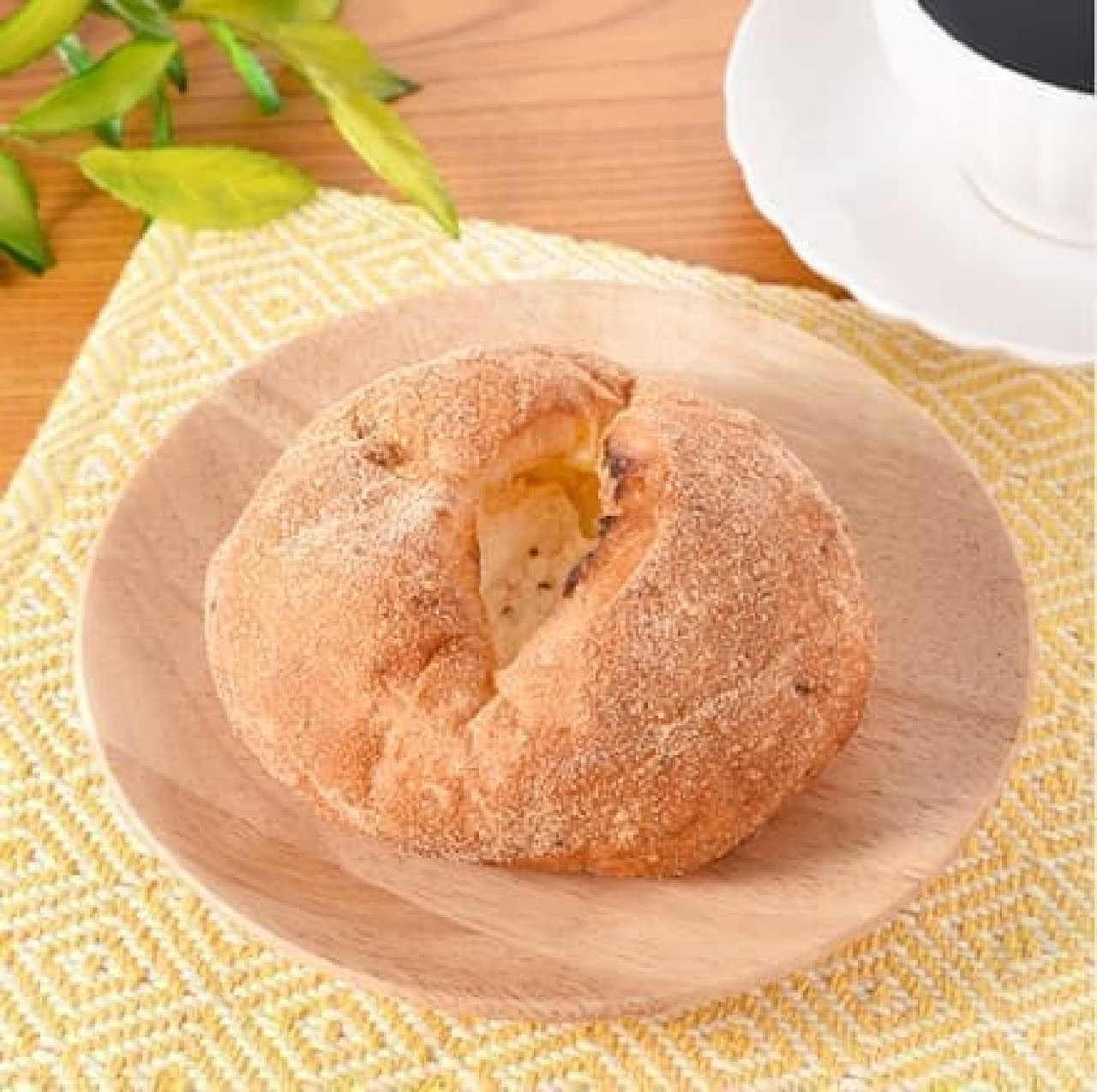 ファミリーマート「チーズクリームを包んだコーンパン」