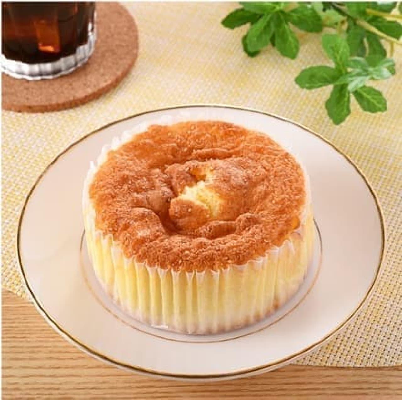 ファミリーマートの「ケーキ仕立てのチーズクリームパン」