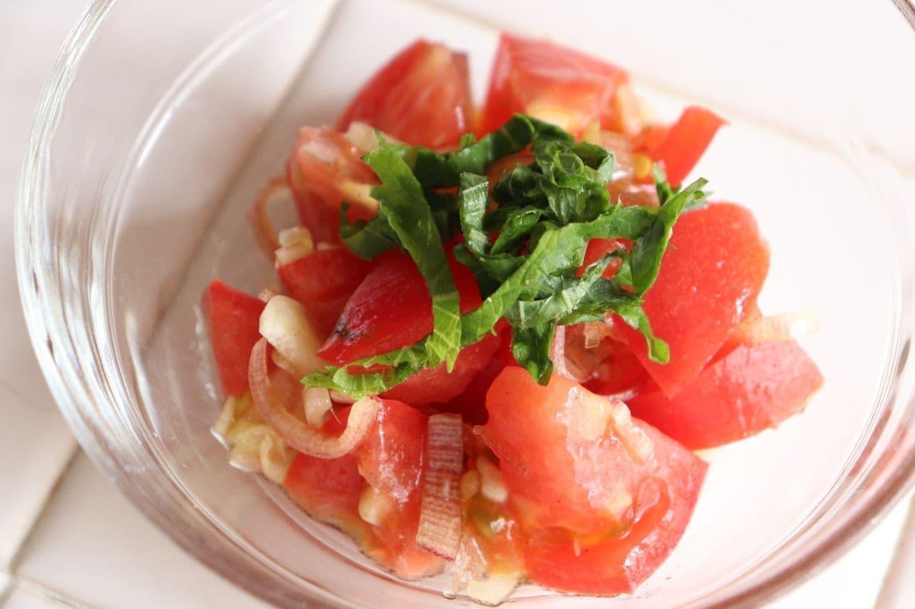 トマトとミョウガのオリーブオイル醤油和え