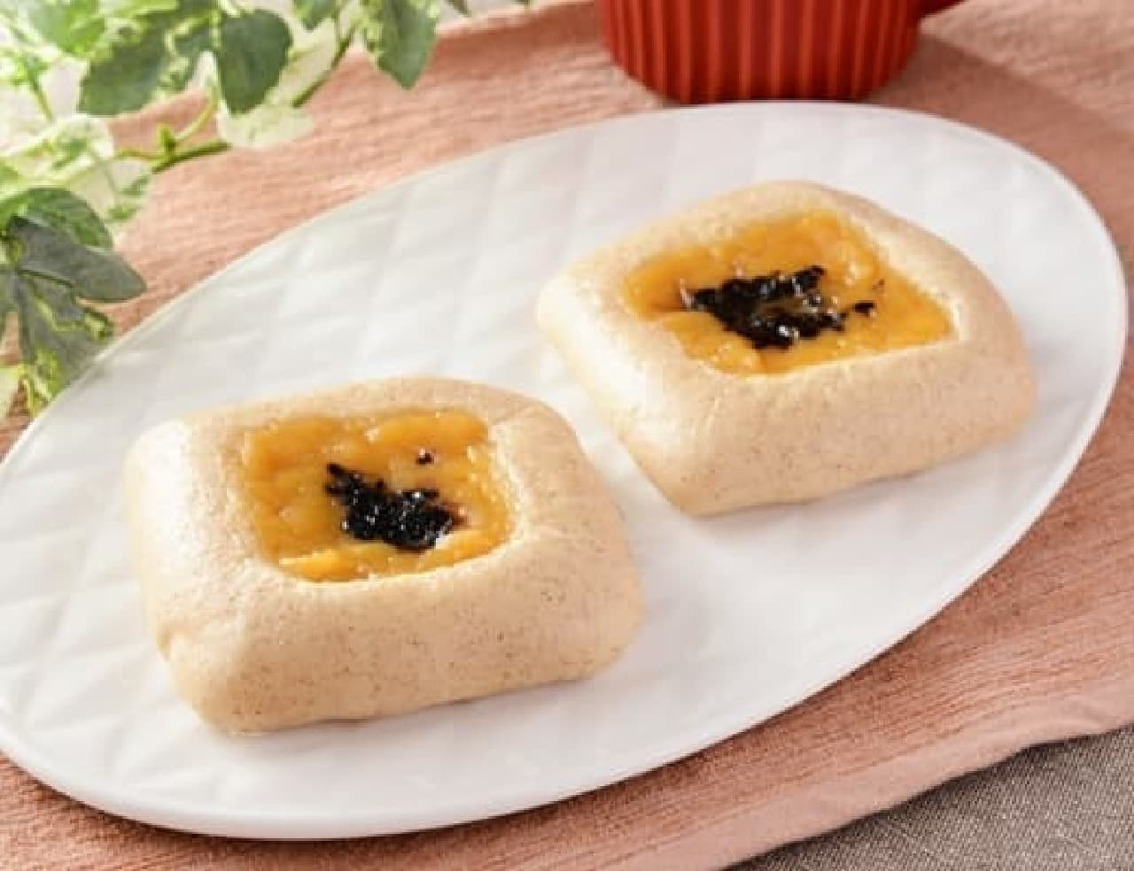 ローソン「NL 大麦のしっとりパン 安納芋あん2個入」