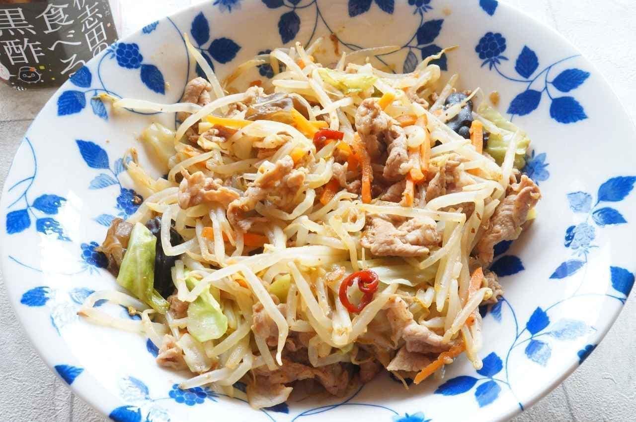 桷志田の「食べる黒酢 ちょい辛」の野菜炒め