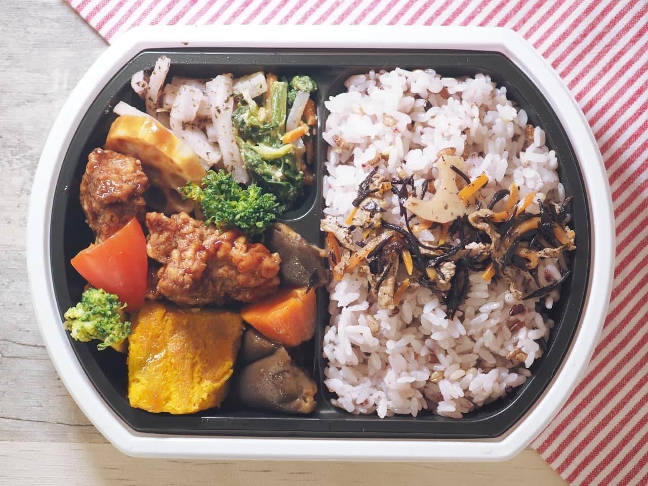 イトーヨーカドーの「鶏唐揚げと1/3日分野菜の黒酢弁当」