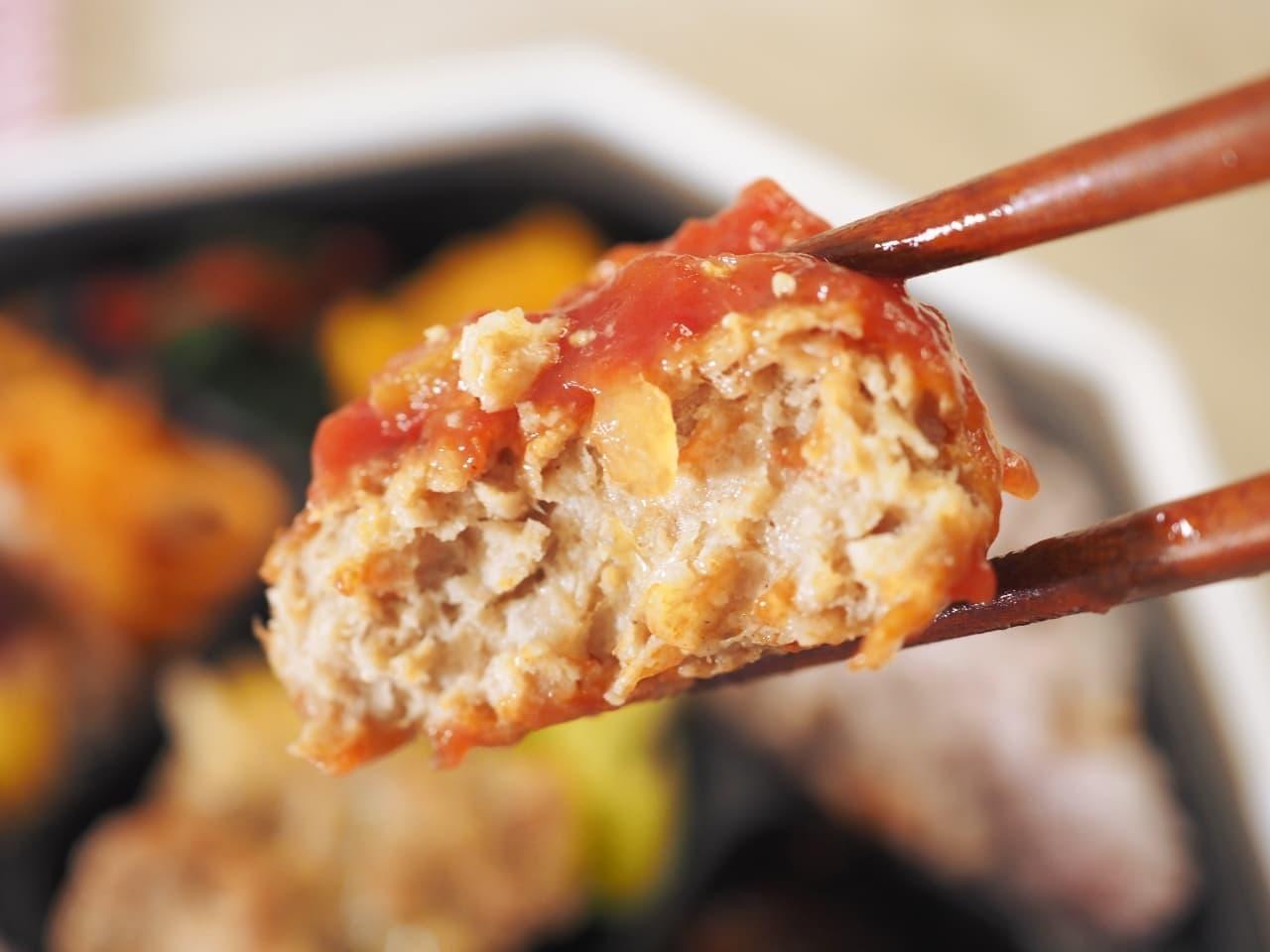 イトーヨーカドーの「大豆ミートバーグとチキンの雑穀ご飯弁当」