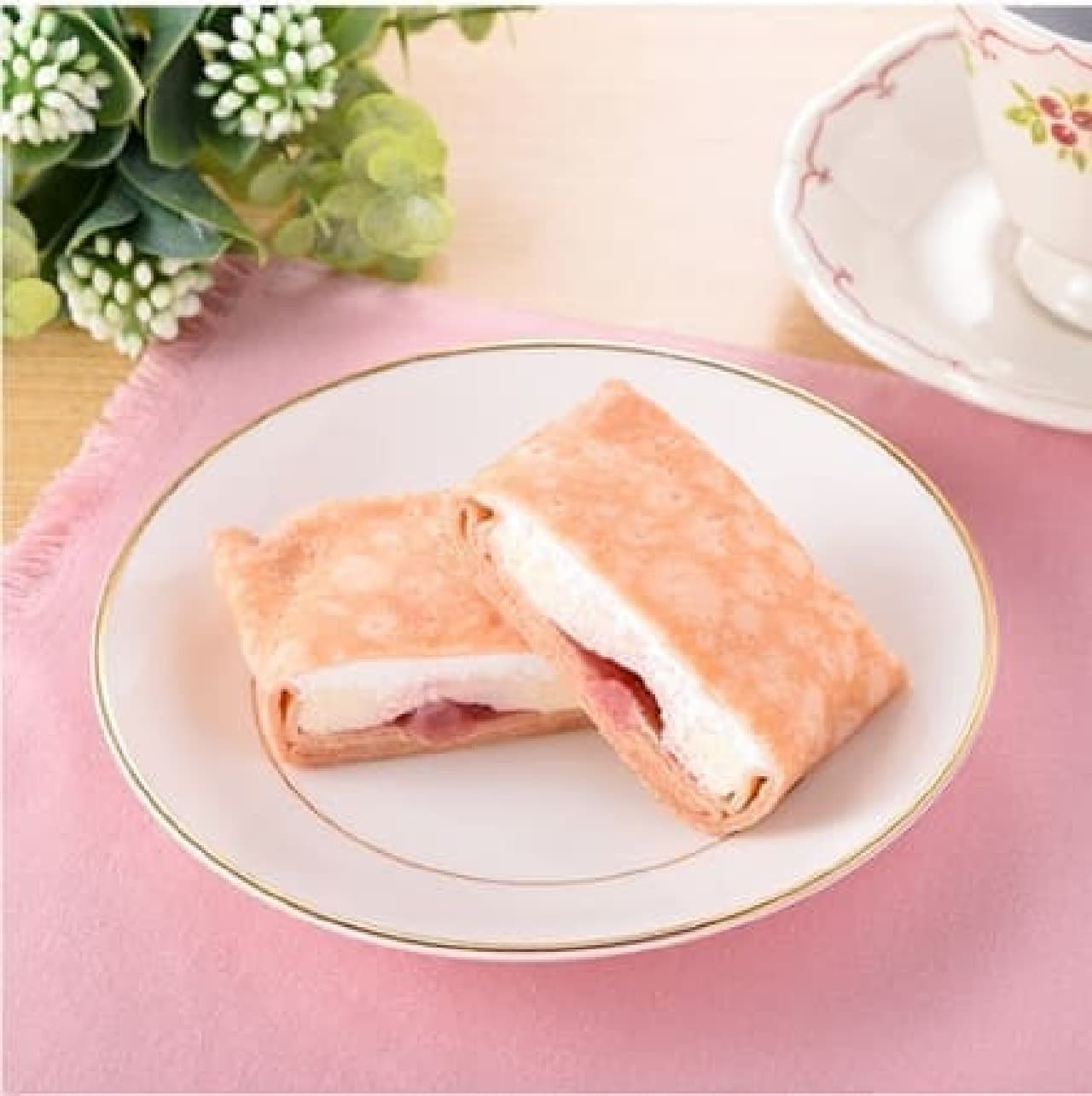 ファミリーマート「苺レアチーズのもちもちクレープ」