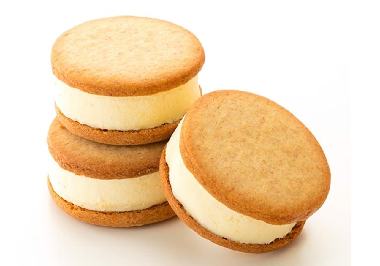 シャトレーゼ「バター香るクッキーサンドアイス 塩キャラメル」