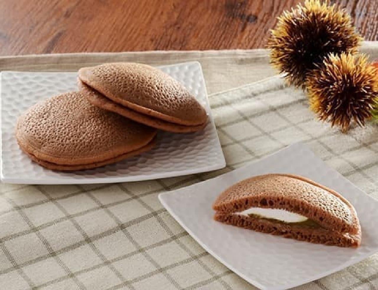 ローソン「栗のもちっとパンケーキ 栗あん&ホイップ 2個入」