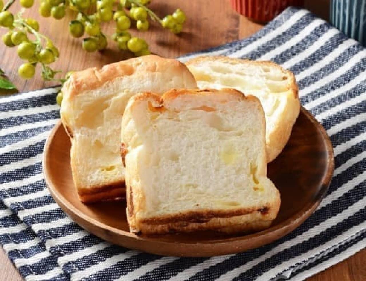 ローソン「塩バターブレッド チーズ 3枚入」