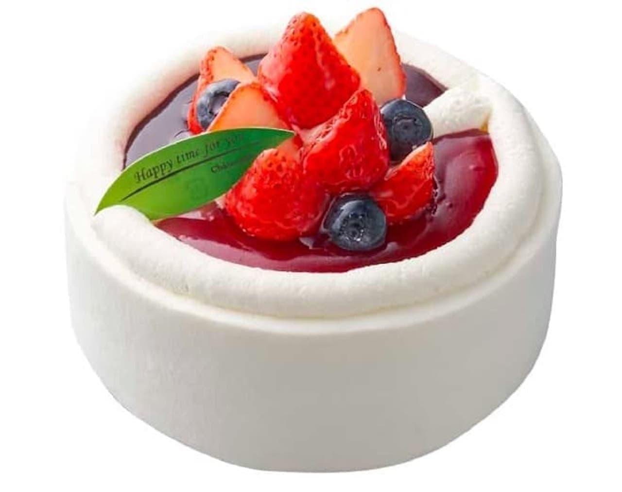 シャトレーゼ「 苺とブルーベリーのスフレチーズデコレーション」