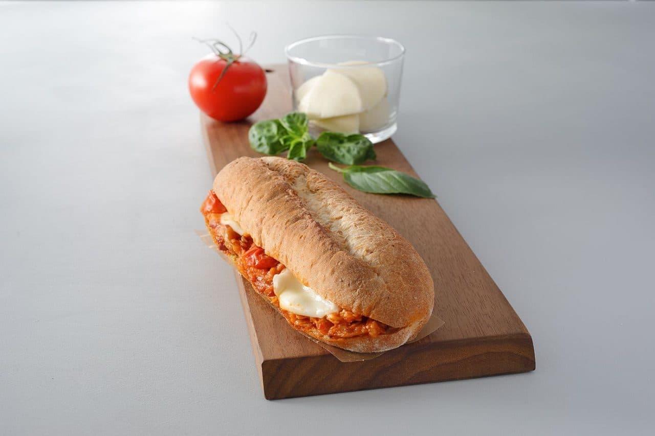 スターバックス「トマトチキン&モッツァレラ 石窯フィローネ」