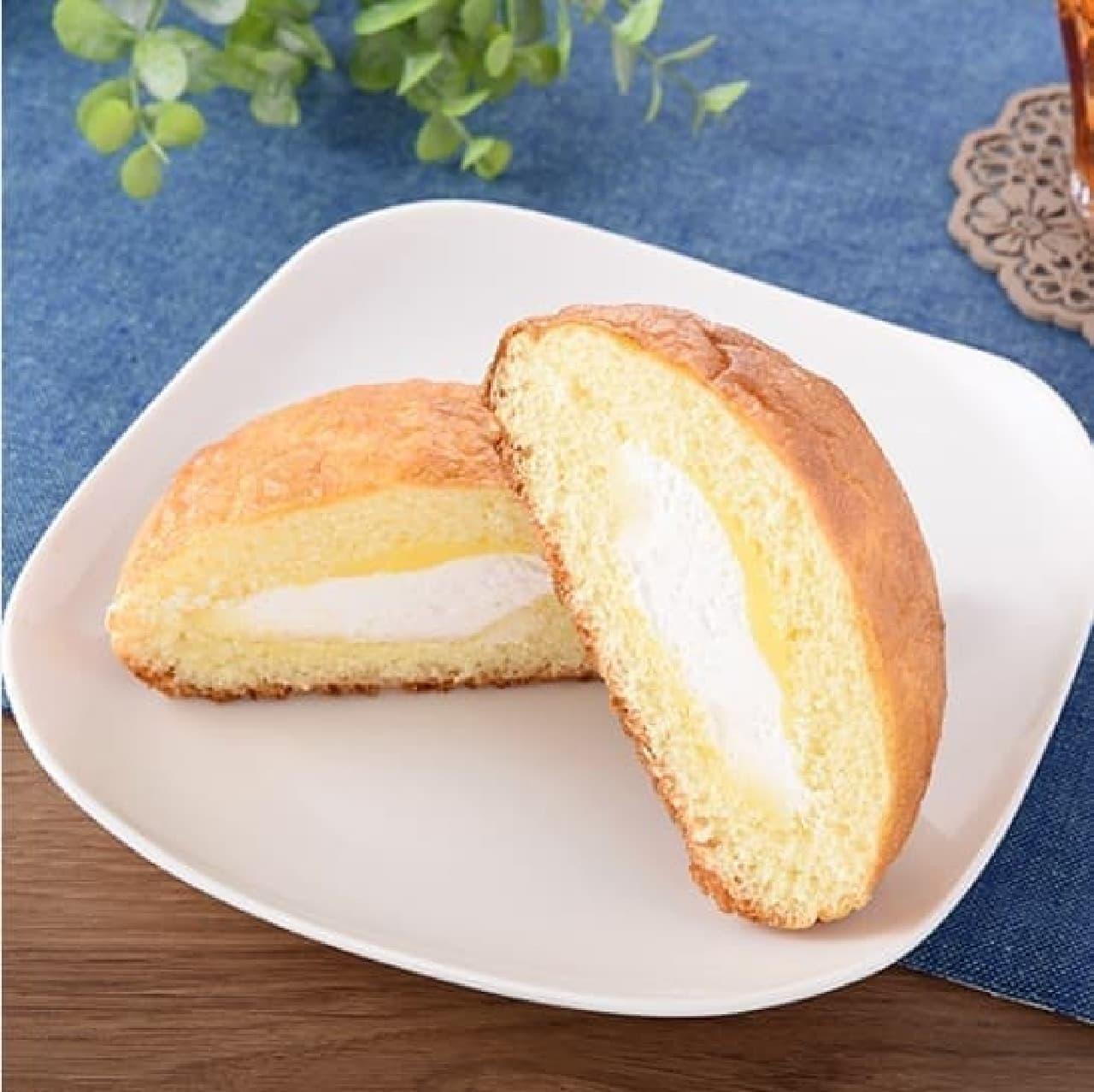 ファミリーマート「シュークリームみたいなパン(Wクリーム)」