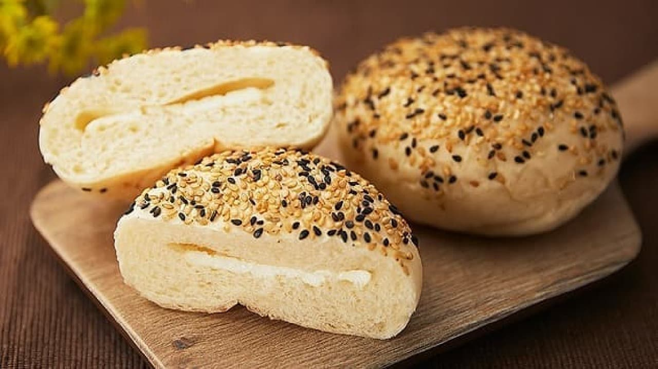 ローソンストア100「ごま香るカマンベールチーズパン 2個」