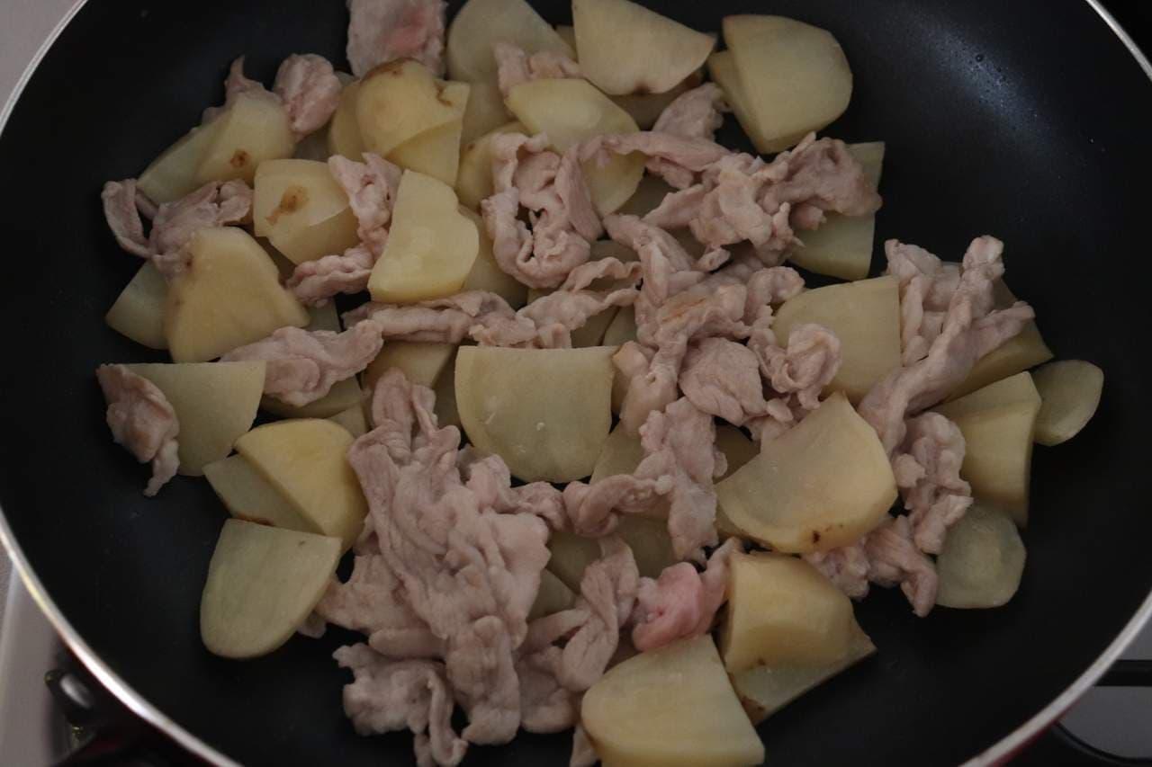 じゃがいもと豚バラのオイバター炒め