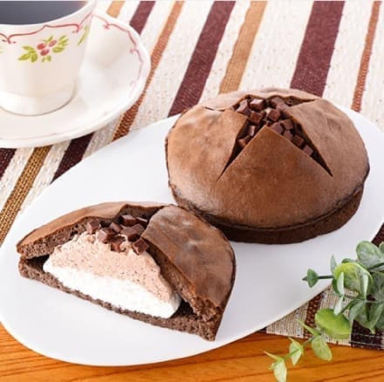 ファミリーマート「ダブルクリームサンド(生チョコクリーム&ホイップ)」