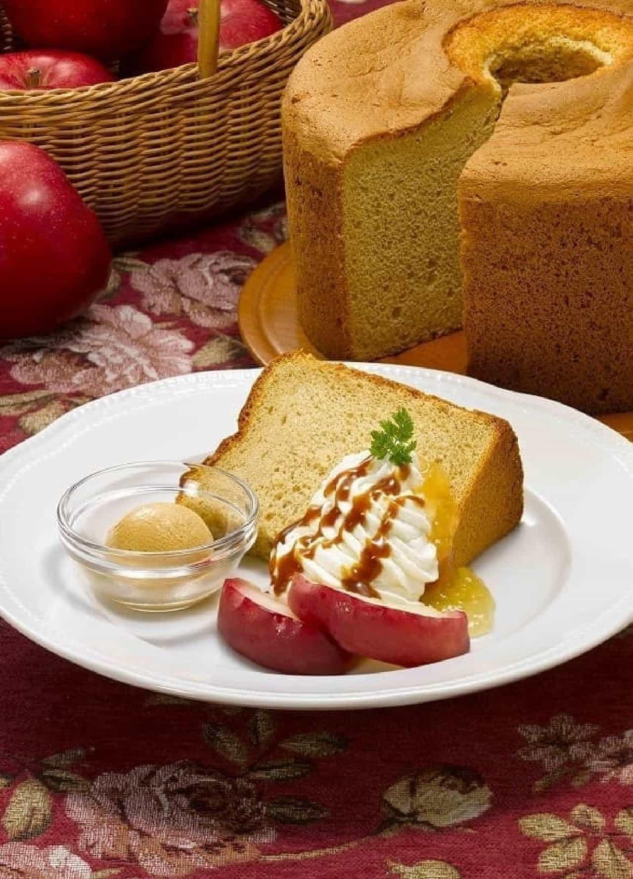 ロイヤルホスト「焼きりんごと紅茶のシフォンケーキ~塩キャラメルアイスを添えて~」