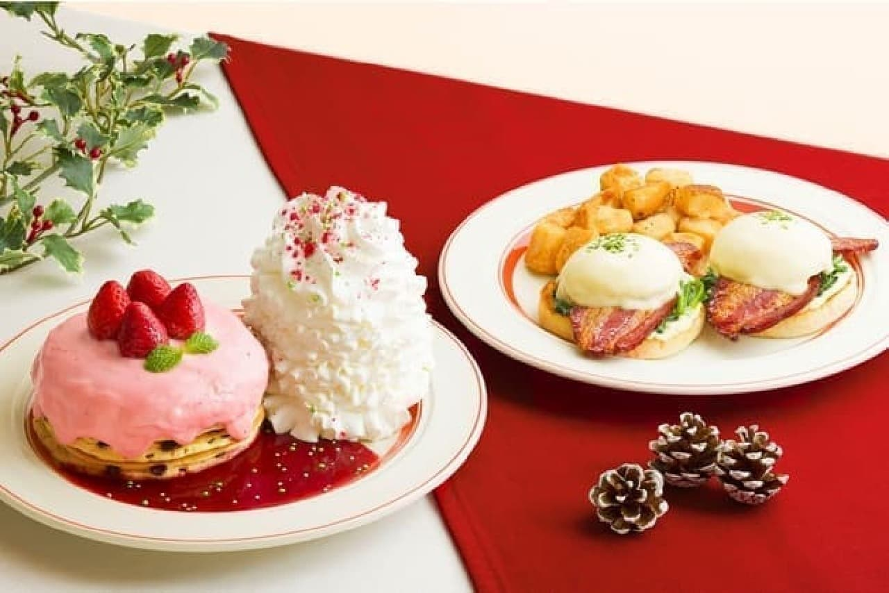 エッグスンシングス「苺のクリスマスパンケーキ」「イベリコ豚のエッグスベネディクト」