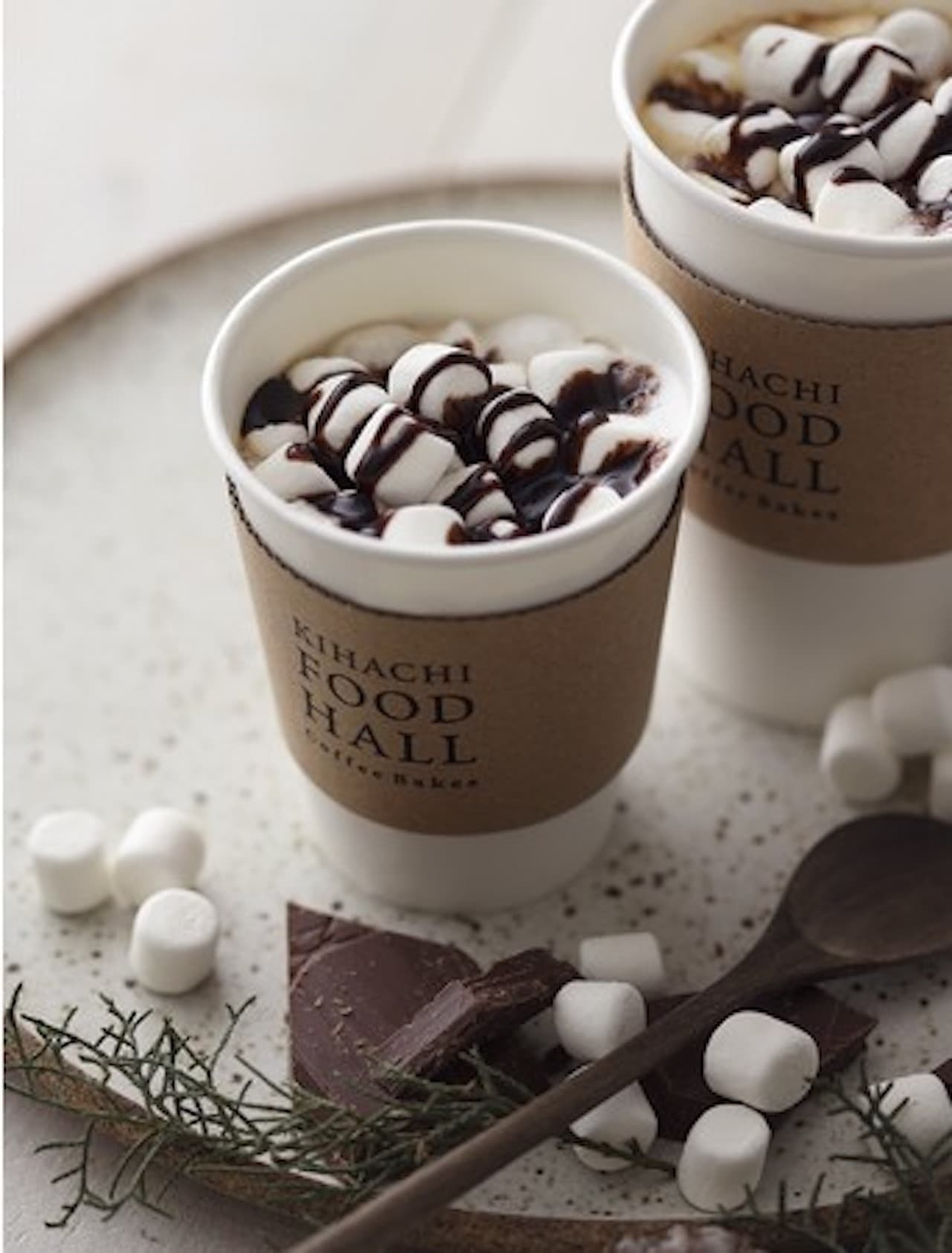 「チョコレート マシュマロ ラテ」キハチフードホール コーヒーベイクスから