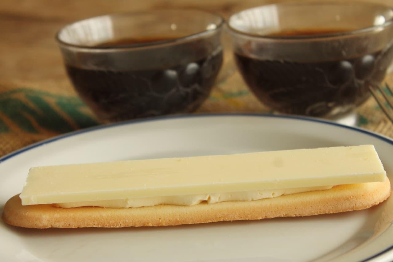ファミマ「パキチョコ&ラングドシャサンド(ミルク)」