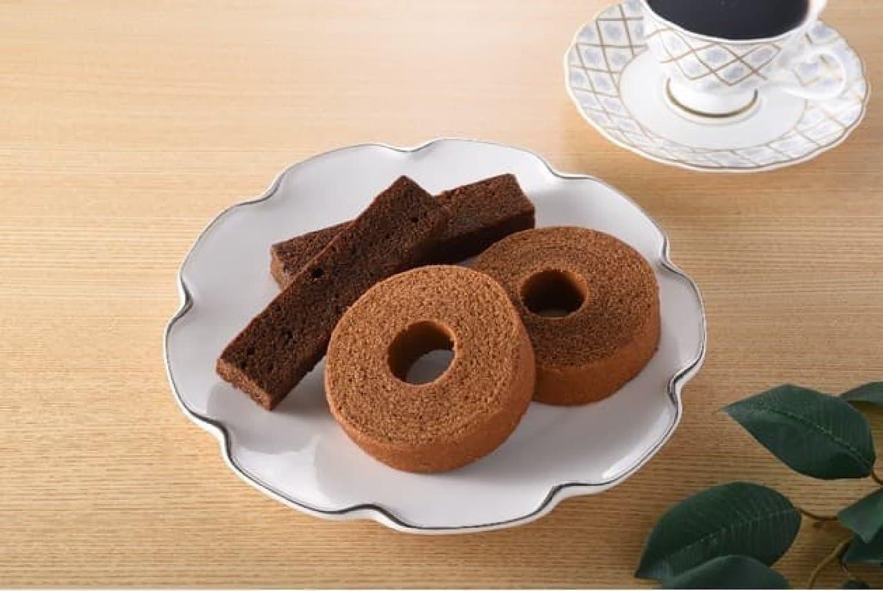 ファミリーマート「丸福珈琲店」監修「濃いコーヒーバウムクーヘン」「濃いコーヒースティックパウンドケーキ」