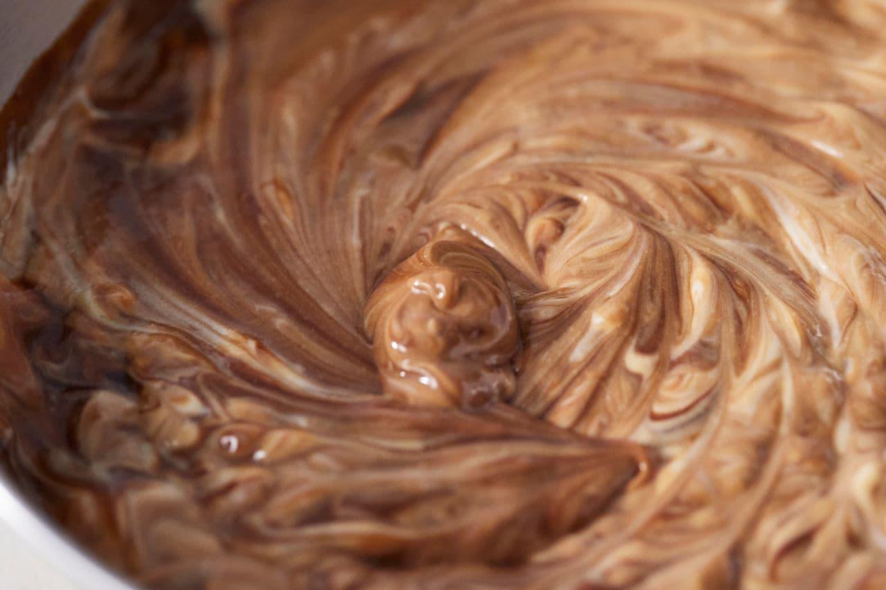 RINGO「焼きたてトリプルチョコレートアップルパイ」のクリーム