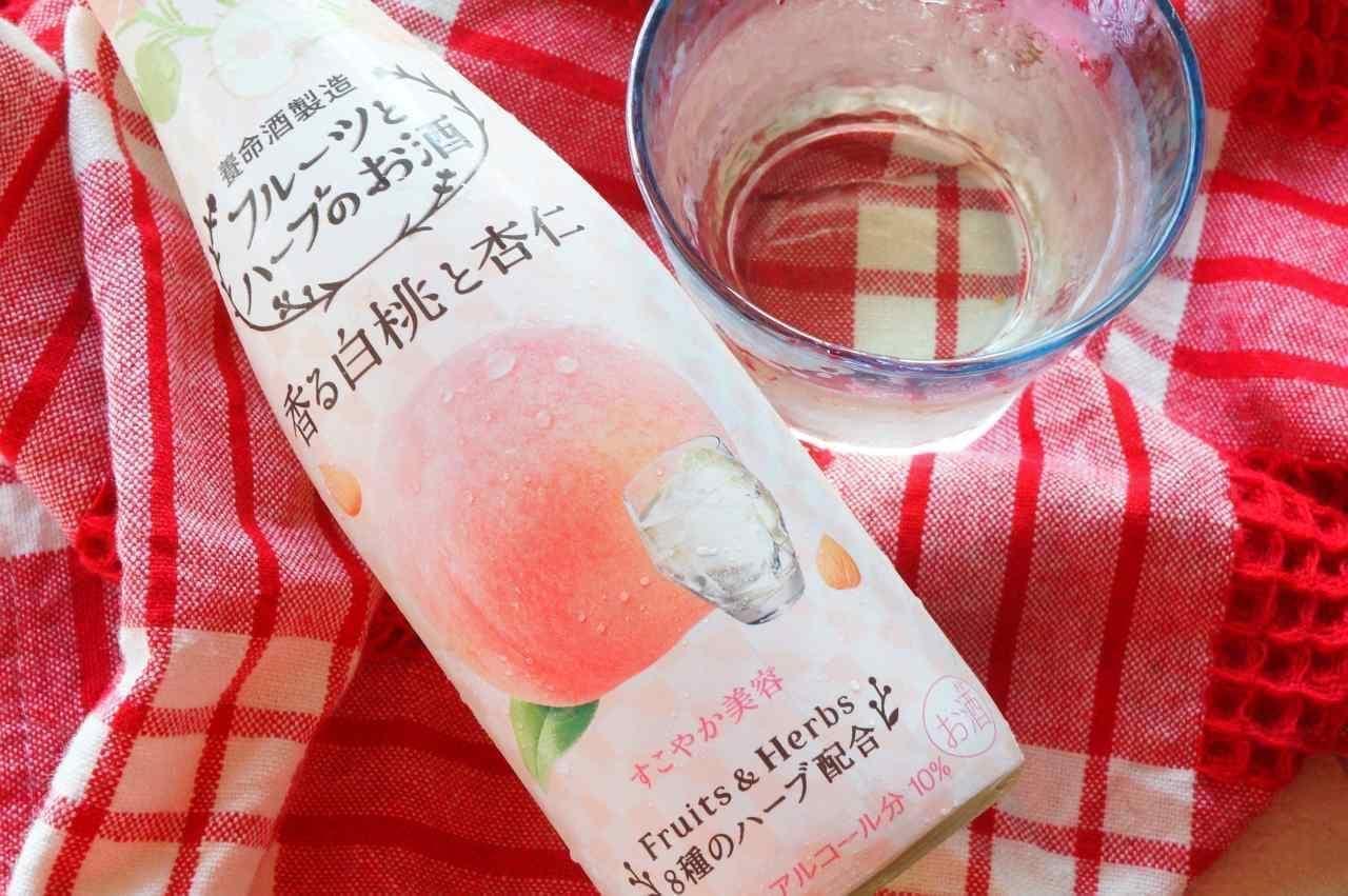 養命酒製造の「フルーツとハーブのお酒 香る白桃と杏仁」