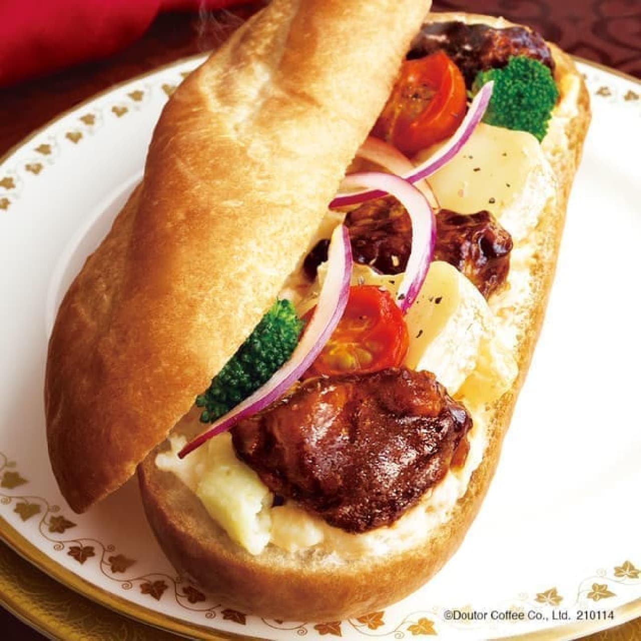 ドトール「ミラノサンド 煮込みビーフとカマンベールチーズ」