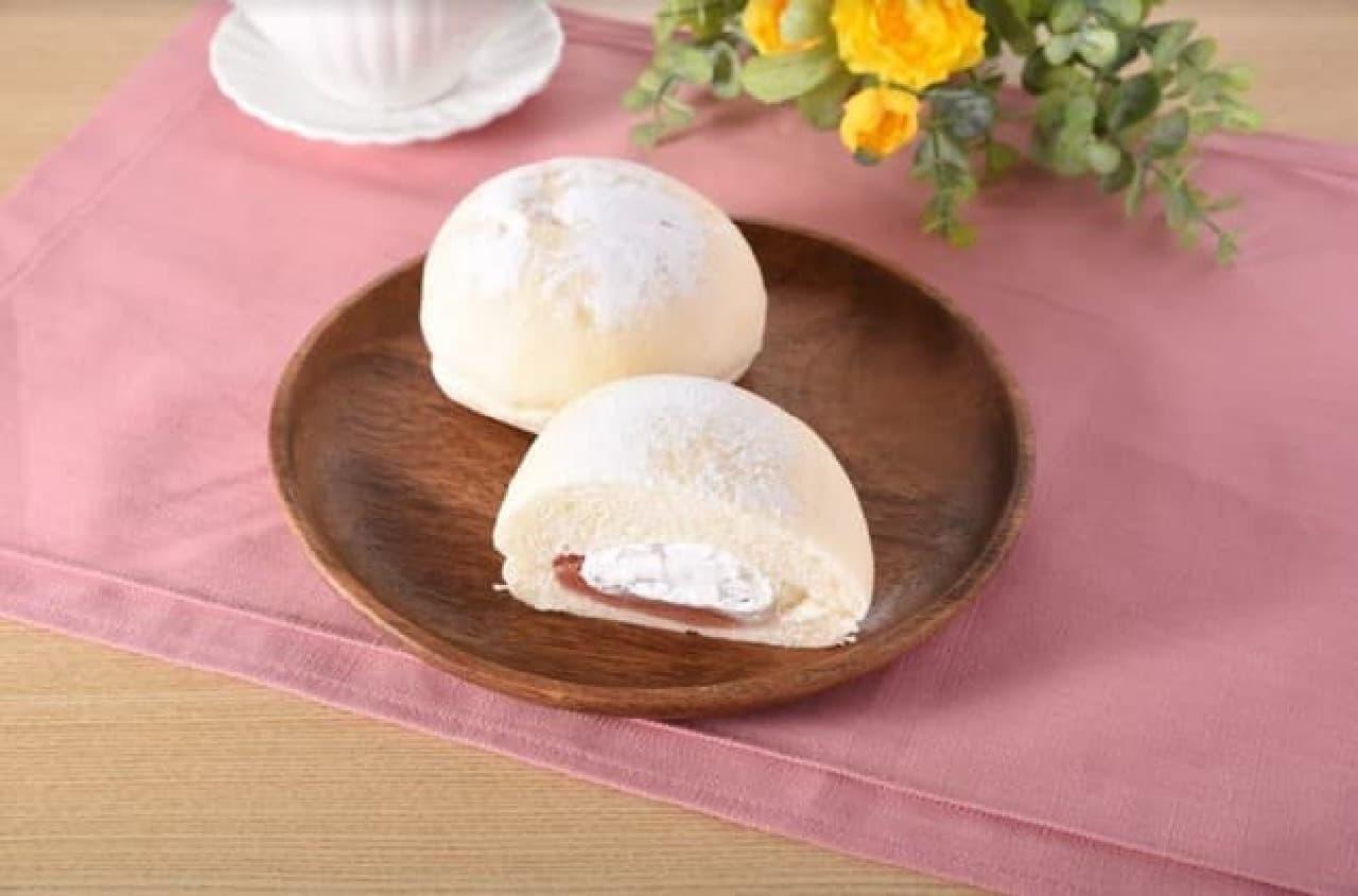 ファミリーマート「大福みたいなパン(あまおう苺あん&ホイップ)」