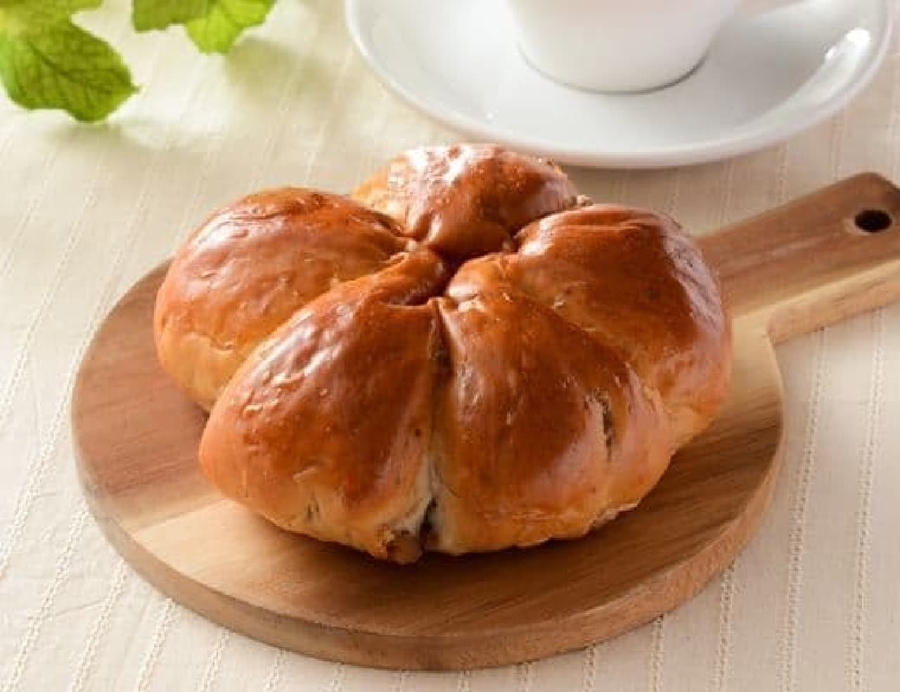 ローソン「ふんわりくるみパン」