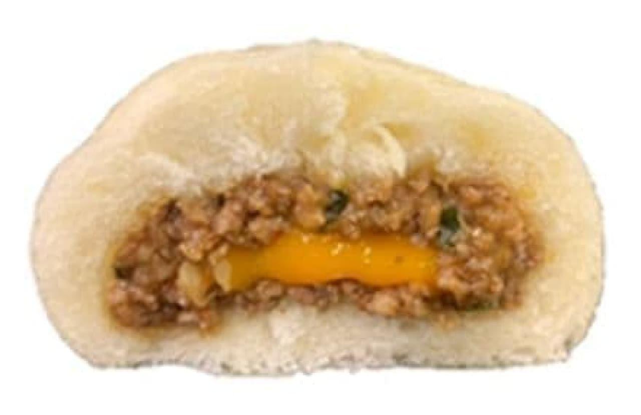 ファミリーマート「麺屋はなび監修 台湾まぜそば風肉まん」