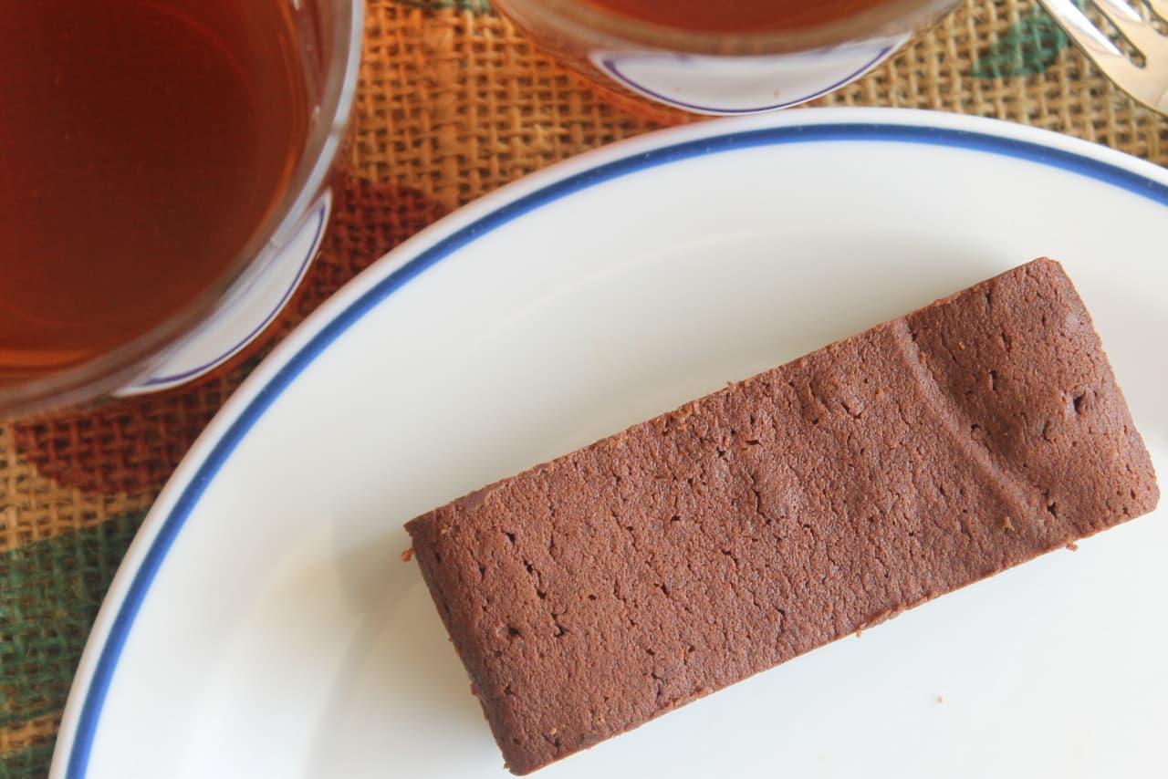 ファミマ「ガトーショコラ」「チョコがけバウムクーヘン」