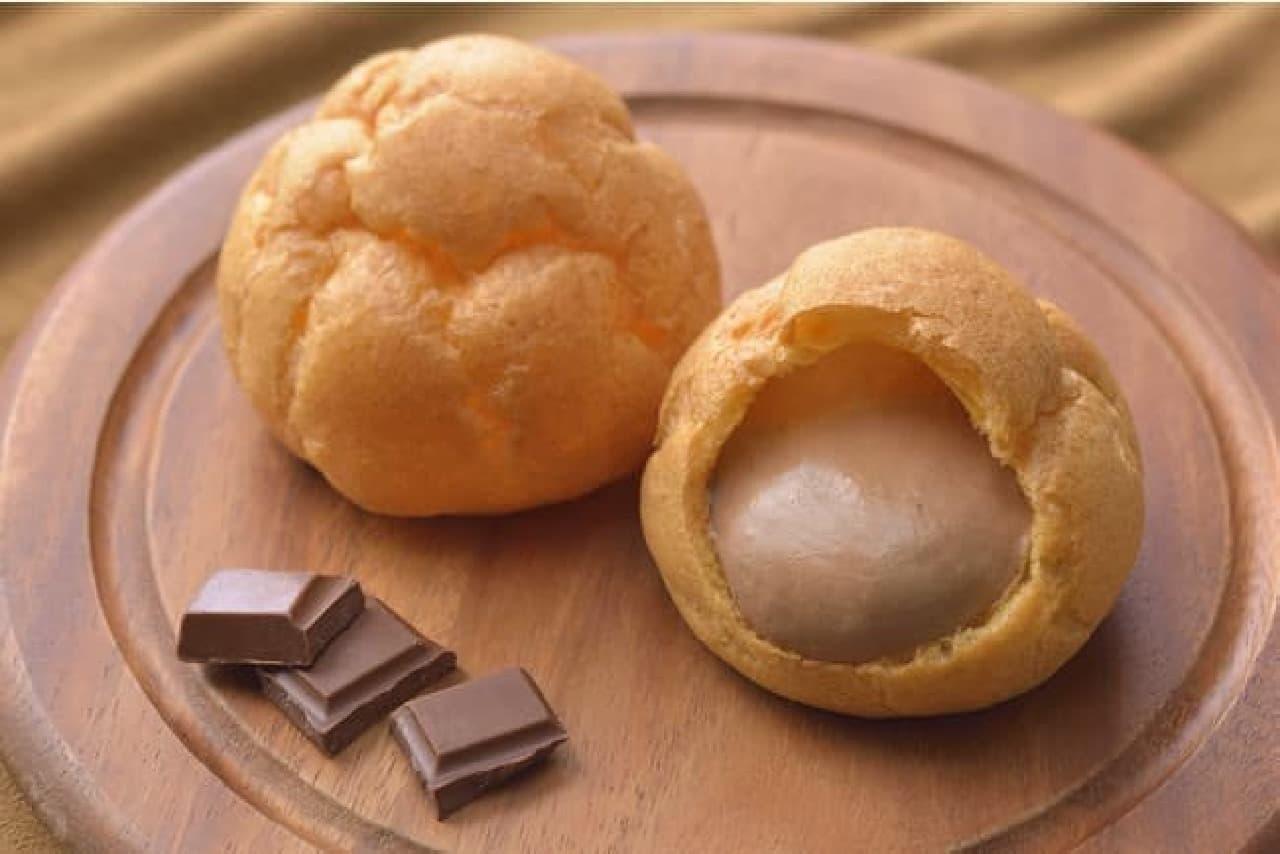 銀座コージーコーナー「ジャンボシュークリーム(チョコ)」