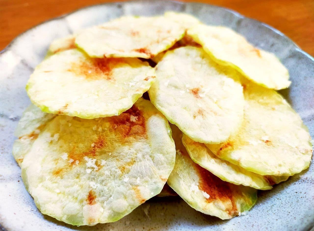 レンジで「揚げないポテトチップス」レシピ