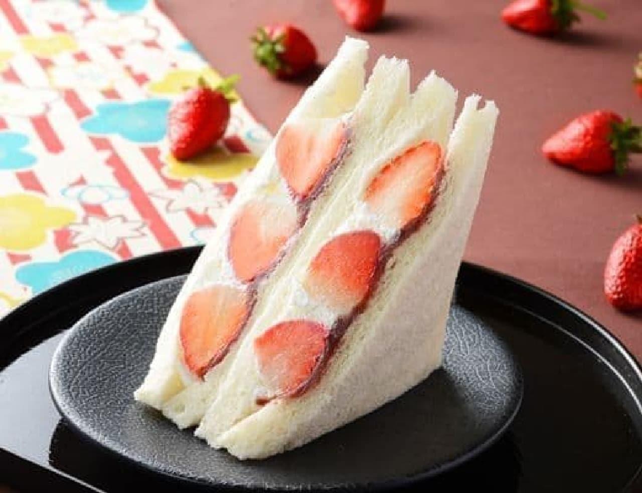 ローソン「苺とあんこの和サンド」