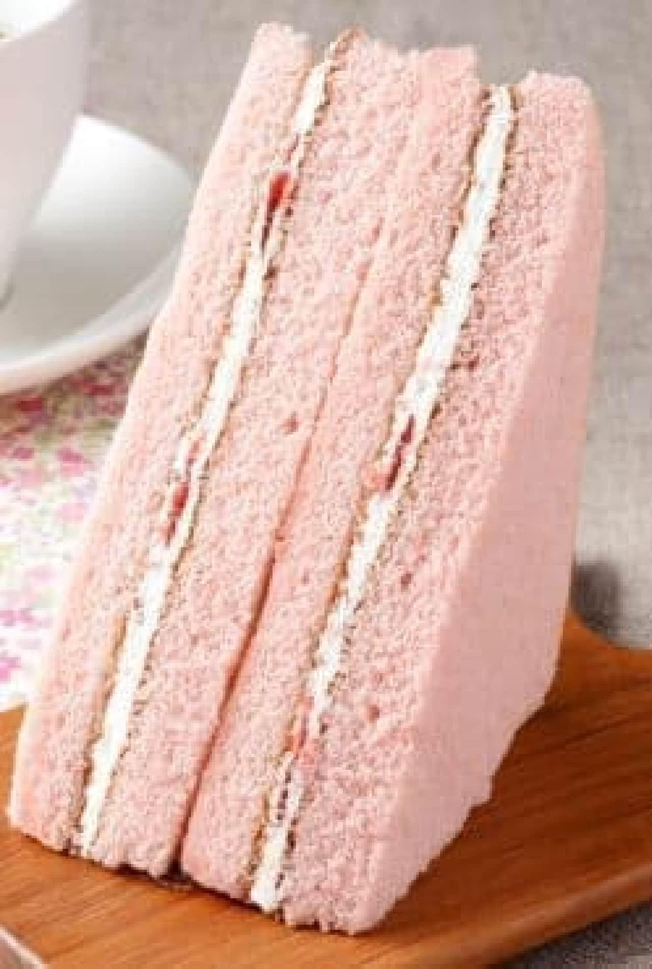 ローソン「三角サンド(バニラクリーム&とちおとめ苺ジャム)」