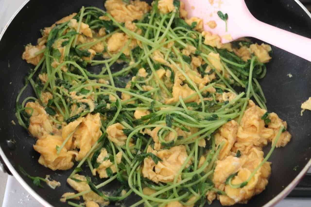 ふわとろ卵と豆苗炒め