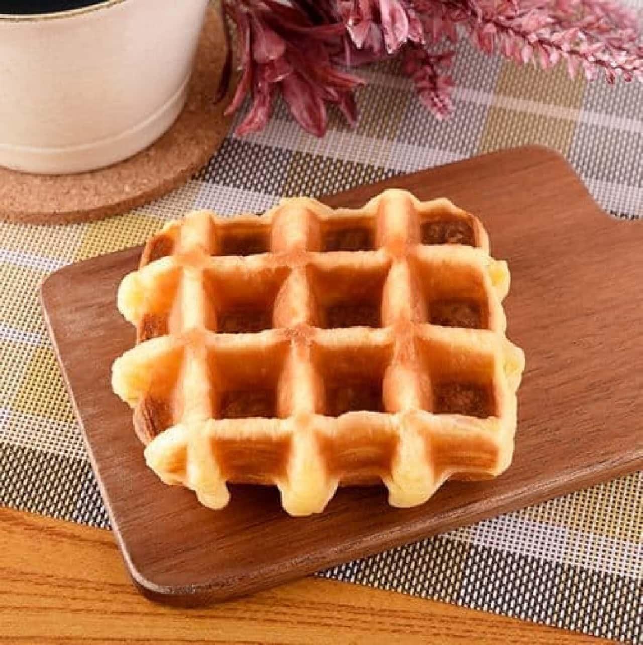 ファミリーマート「こだわりのワッフル フランス産発酵バター使用」