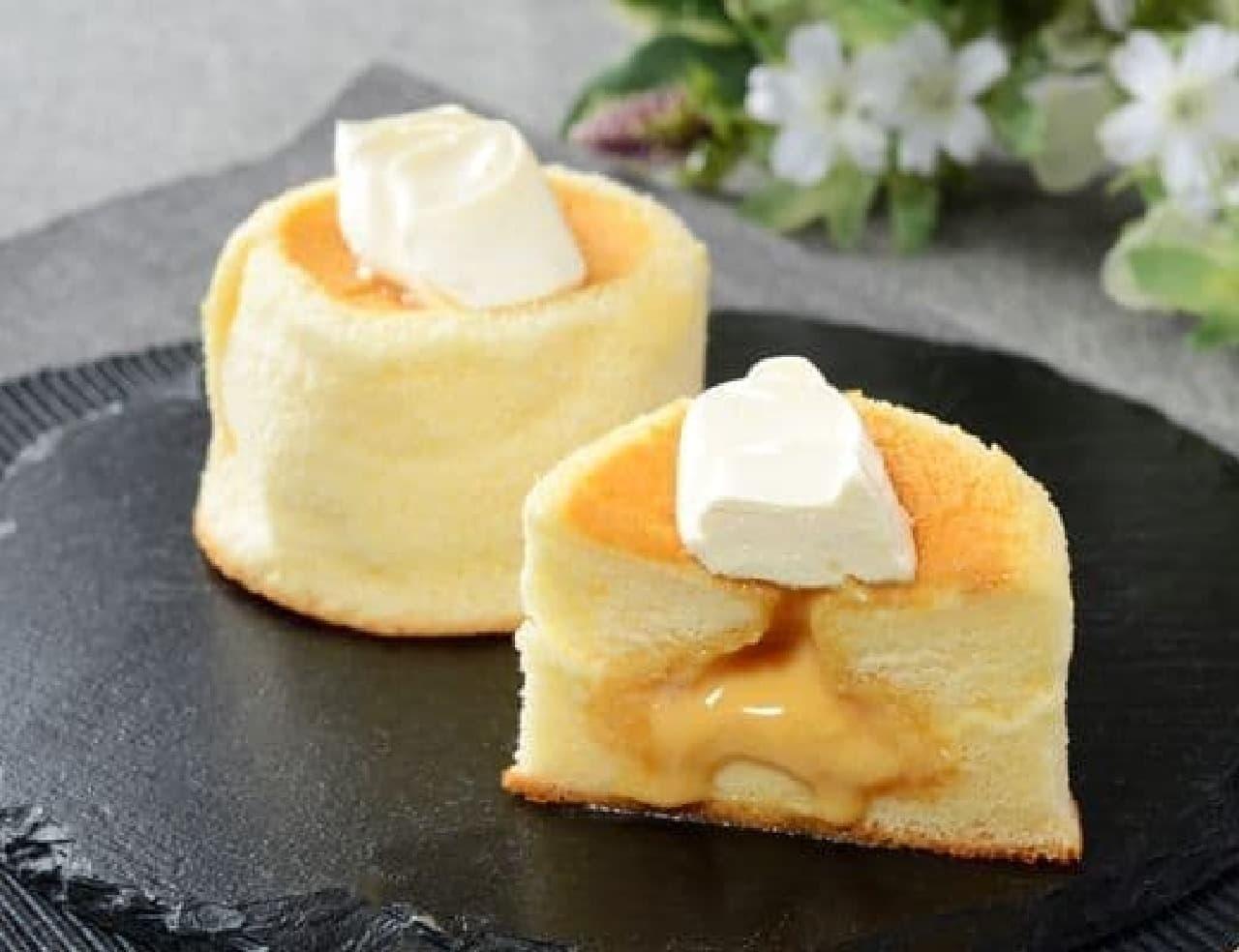 ローソン「Uchi Cafe Specialite 3種のバター華ふわケーキ(焦がしバターソース入り)」