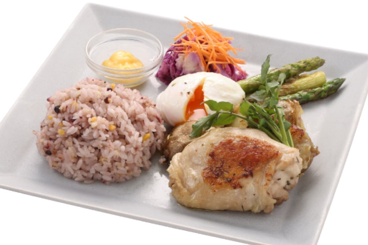 上島珈琲店「チキンオーバーライス」「やわらか鶏モモ肉のコンフィとアスパラガスのプレート」