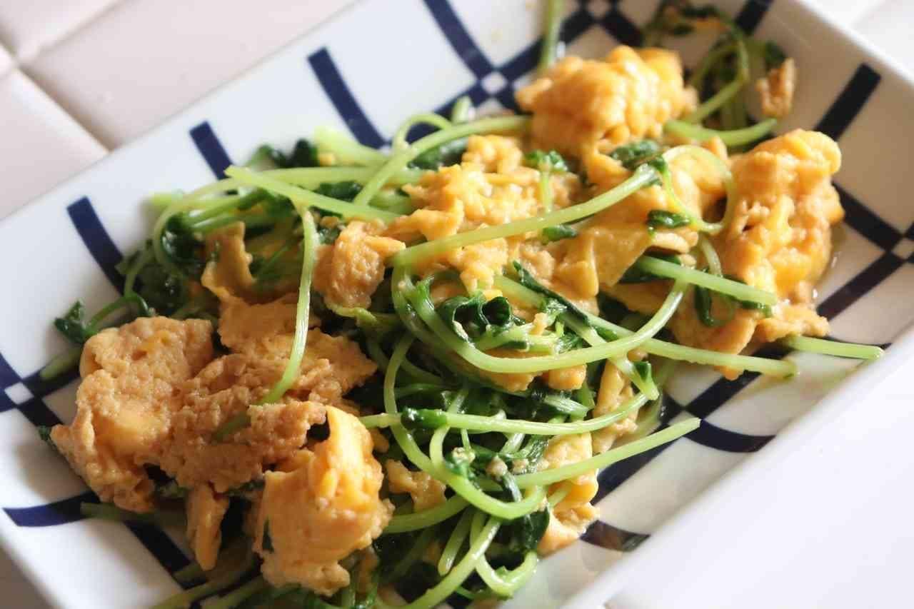 簡単中華「ふわとろ卵と豆苗炒め」レシピ